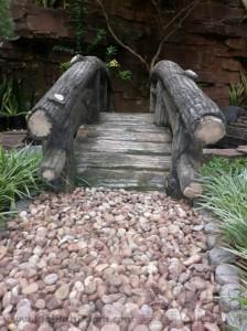 contoh  pemasangan batu koral sikat untuk taman minimalis
