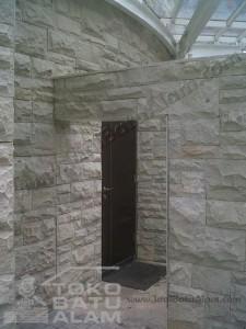 contoh pemasangan palimanan putih RTA untuk dinding