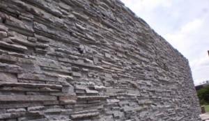 pemasangan batu andesit untuk dinding