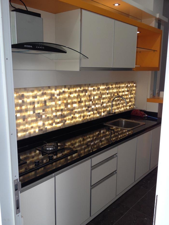 Batu Onix Untuk Dinding Dapur dan Batu Granit Hitam untuk toping table