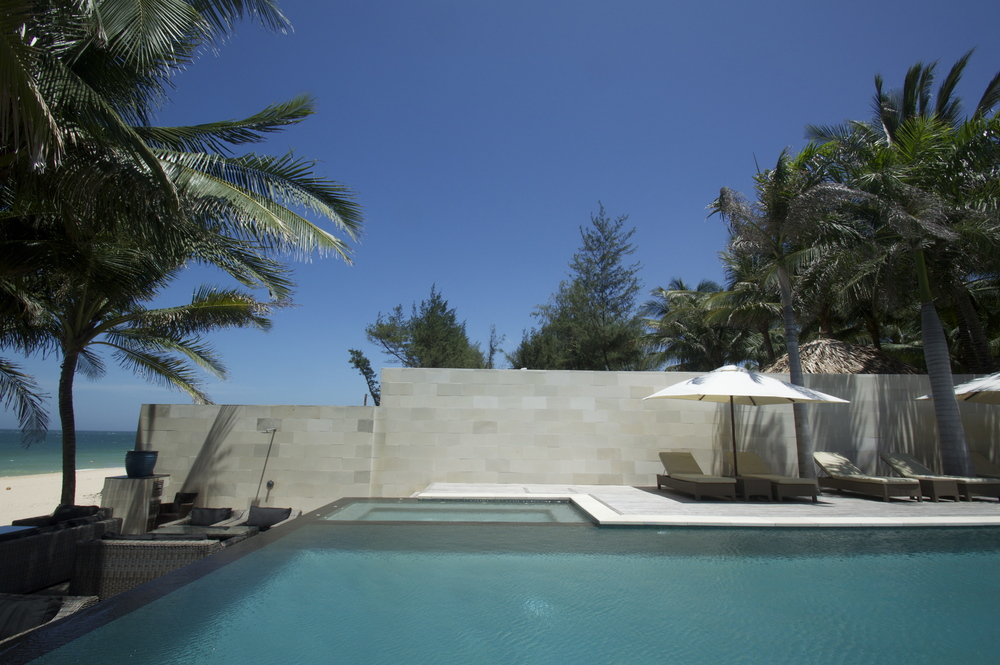 Kolam Renang Batu Hijau Sukabumi di Sunsea Resort Vietnam2