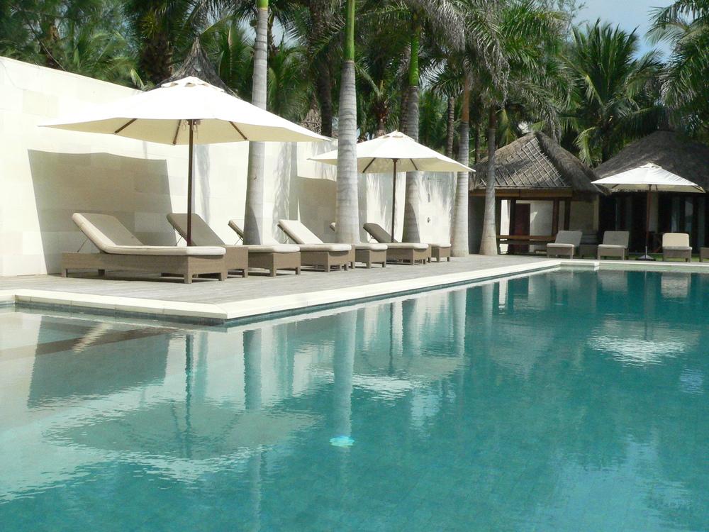 Kolam Renang Batu Hijau Sukabumi di Sunsea Resort Vietnam3