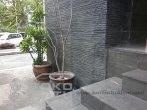 contoh pemasangan batu andesit susun sirih untuk dinding