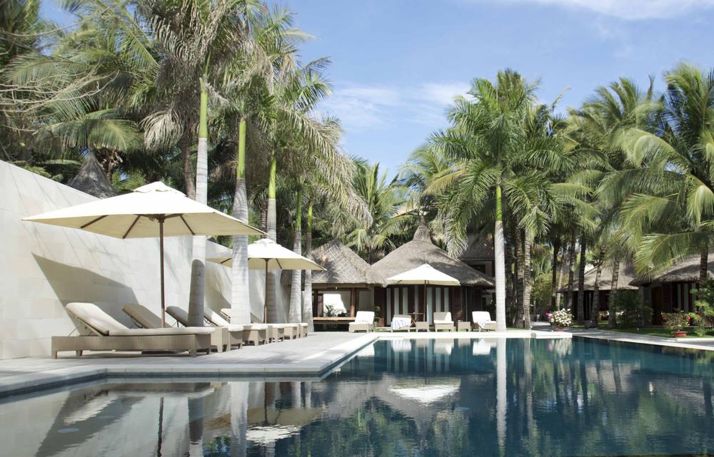 Kolam Renang Batu Hijau Sukabumi di Sunsea Resort Vietnam1