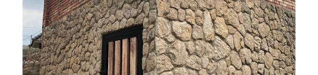 batu-amanjiwo-cokelat-dinding-bukit-daun-hotel-resort-kediri (2)
